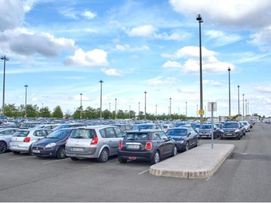 Manchester Airport to increase parking fees for drivers picking up  passengers | Lancashire Evening Post
