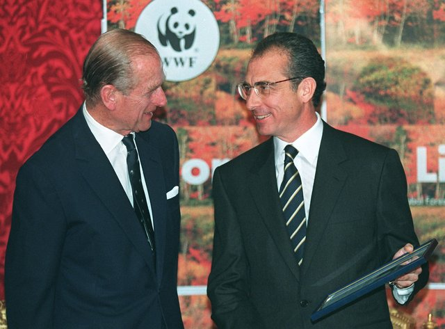 The former World Wildlife Fund (WWF) president The Duke of Edinburgh pictured presenting the president of Mexico, Dr. Ernesto Zedillo, with a WWF 'Gift to the Earth' award in 1998 after the Mexican wildfires. (Getty)