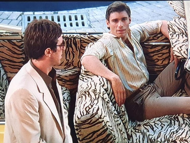 Manny (right) and Tony in Scarface.