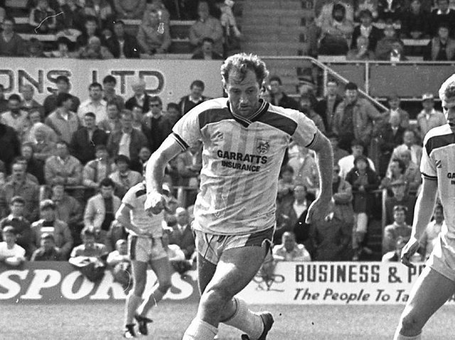 Frank Worthington in action for Preston North End against Hartlepool in May 1987