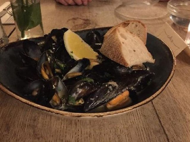 Mussels in wine and cream