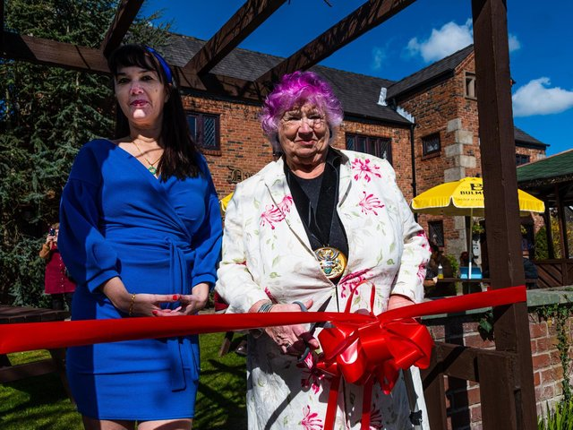 Landlady Anna Marie Andrew and the South Ribble mayor Jane Bell reopen The Dunkirk. Photo: Kelvin Stuttard.