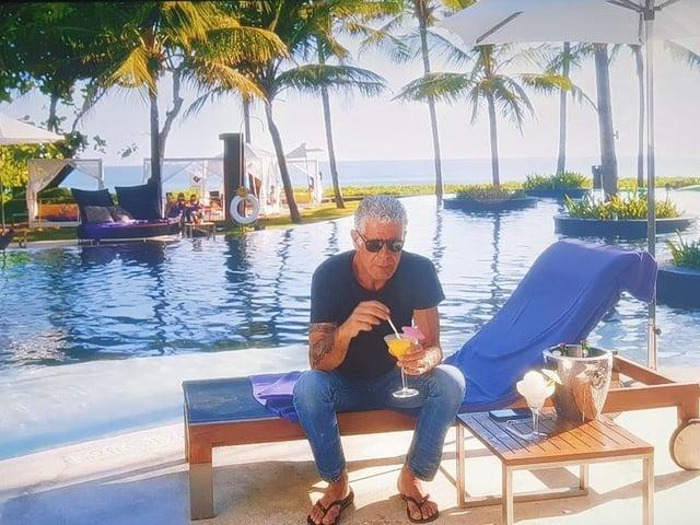 Bourdain despairing of tourist traps in Bali, Indonesia (Netflix screenshot)
