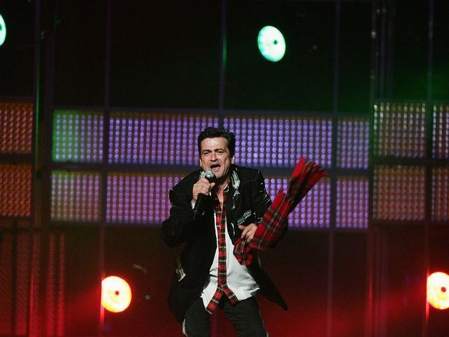 Les McKeown performs at the Countdown Spectacular 2 at Acer Arena on August 24, 2007 in Sydney, Australia