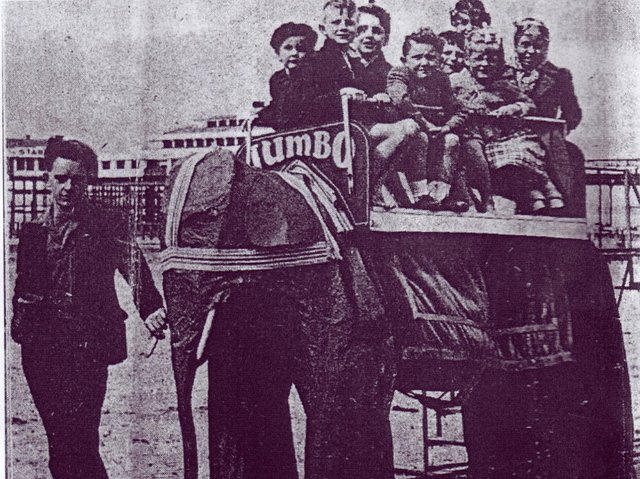 Eric Smith gives children a ride on the mechanical elephant on Morecambe promenade. Photo courtesy of Larry Gavette of the USA, from the website www.cyberneticzoo.com