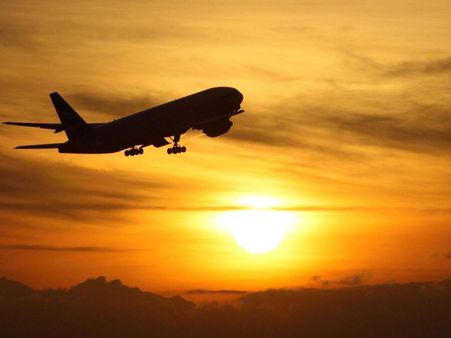 Restrictions on foreign holidays should be maintained to protect the UK from Covid-19 variants, MPs have warned.