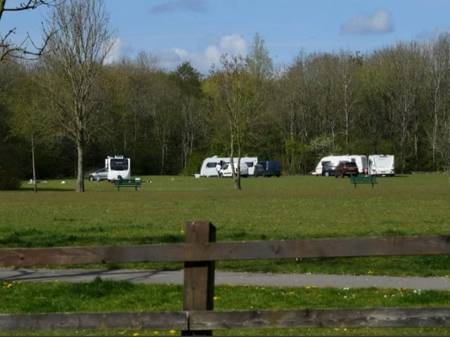The travellers were perfect neighbours during six days on a public park.