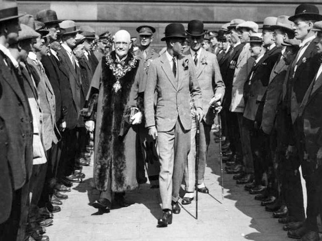 Prince Edward meets Preston's First World War veterans on the Flag Market
