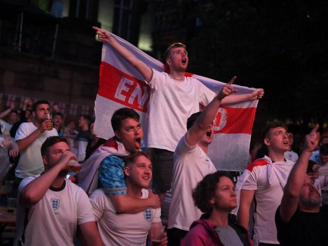 Hundreds of fans watched the final at the Flag Market last night