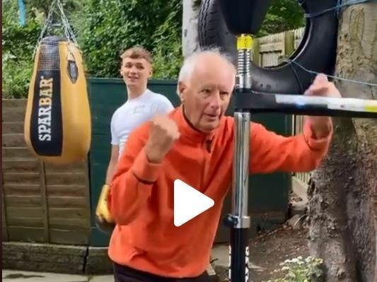 Bob taking on the Sparbar from the clip which went viral around the world.