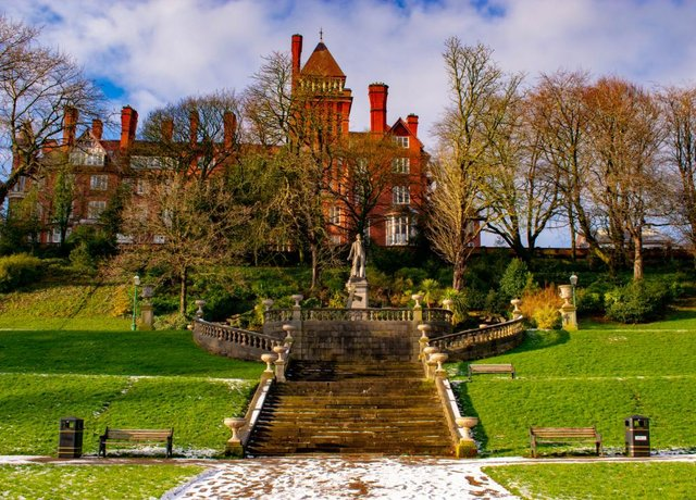 The stunning Avenham Park is a popular place for strolls (Shutterstock)