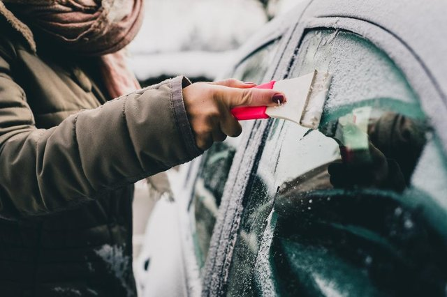 The AA recommends that every driver packs an emergency in-car survival kit in winter.